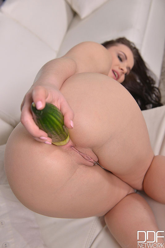 DDF BUSTY Wendy Moon - Food Fetish - A Vegetable is Just What her Crotch Craves  [SITERIP 720p DDFNETWORK Mp4] PORN RIP