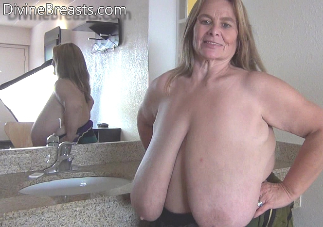Big Boobs Viola Striptease And Fingering - Canal XXX