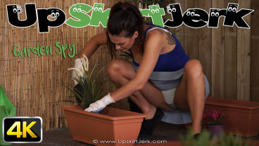 UpskirtJerk Laura  Garden Spy  SITERIP VIDEO H.246 PORN RIP