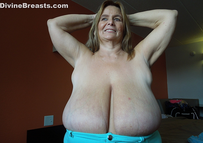 DivineBreasts Sarah Tiny Bikini Big Tits  SITERIP BBW.XXX Divinebreasts PORN RIP