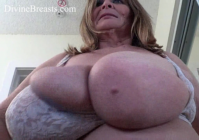 DivineBreasts Sarah Out of Control Big Tits  SITERIP BBW.XXX Divinebreasts PORN RIP