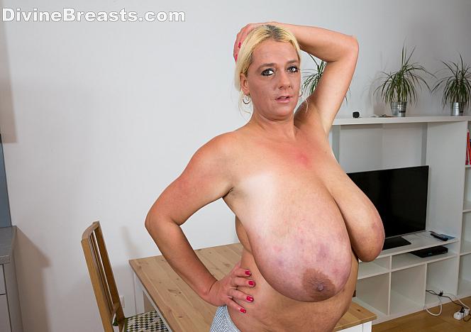 DivineBreasts New Busty Model Emilia Boshe  SITERIP BBW.XXX Divinebreasts PORN RIP