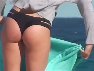 YourVoyeurVideos  Teen with great ass in windy beach PaysiteRip VoyeurXXX PORN RIP