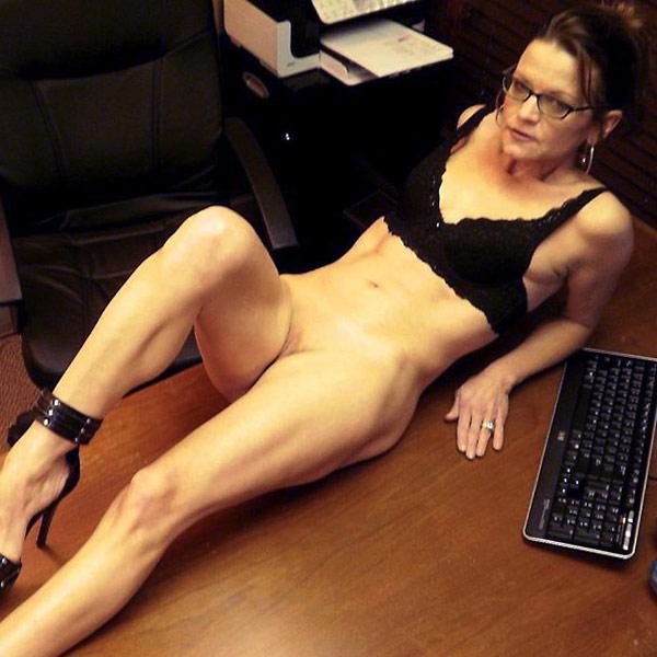 Wifebucket Bragging about his hot bimbo wife  Videoclip Milf Clip PORN RIP