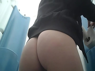 YourVoyeurVideos  Woman peeing with a hair in her asshole PaysiteRip VoyeurXXX PORN RIP