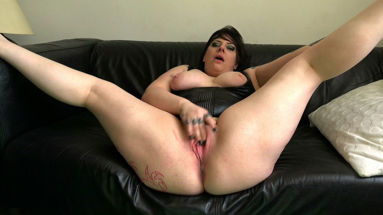 Pascals Subsluts Elouise: well stoked, cums fast  Video H.264 PORN RIP