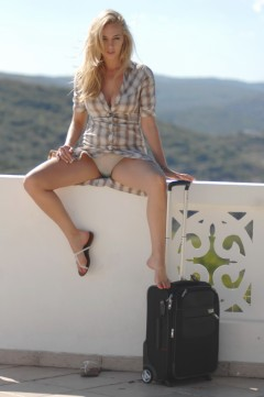 Girlfolio Hayley's Holidays  IMAGESET RIP PORN RIP