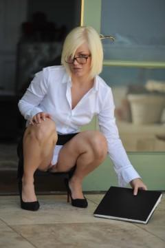 Girlfolio The Property Agent  IMAGESET RIP PORN RIP
